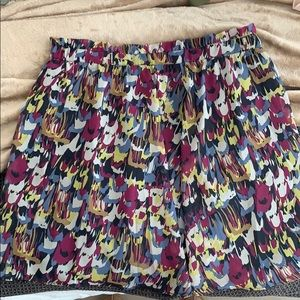 Patterned high waisted skirt!